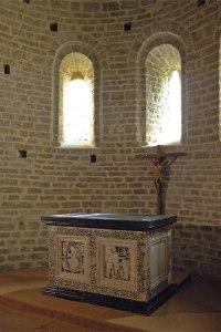 altar-i-sepulcre-de-sant-guillem-a-gellona-Sant-Guilhem-3-altar